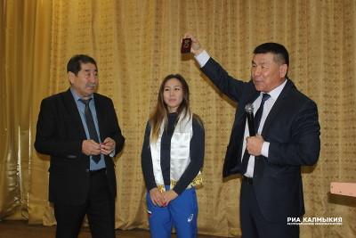Нине Менкеновой присвоили звание Почетного гражданина Кетченеровского района