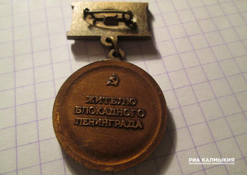 ВДень снятия блокады Ленинграда наПискаревском кладбище возложили венки