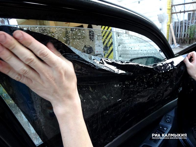 Затри дня работники ГИБДД оштрафовали 108 водителей тонированных авто