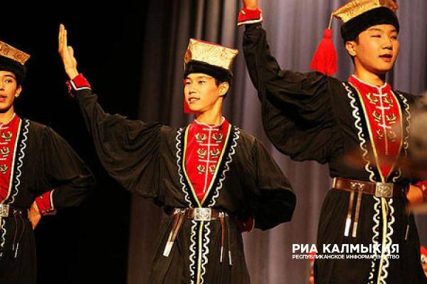 ВИФ2 NE: Ветка : Развитие татарского и калмыцкого головного убора.