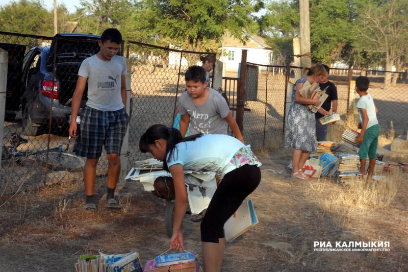 Школьники Ики-Бурульского района Калмыкии собрали более 500 кг макулатуры